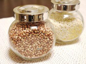 雑穀の入った瓶