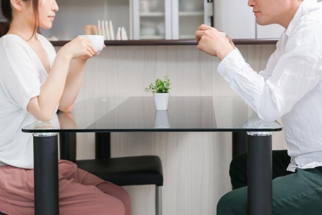 夜ご飯の時間は、8時までに食べなきゃなの?炭水化物は抜くほうが良いの?